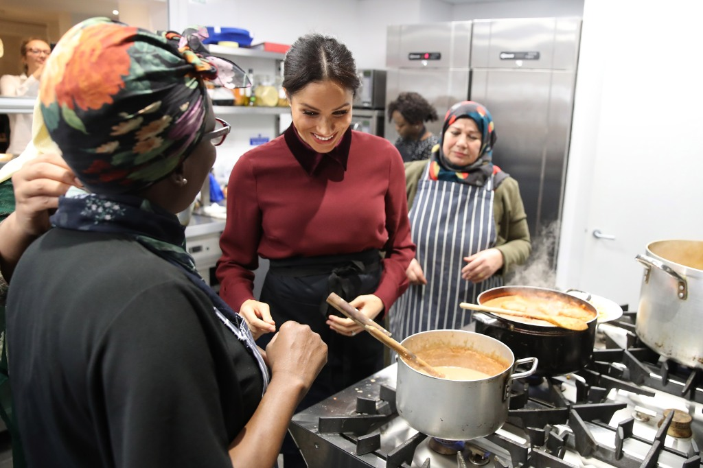 meghan-markle-cooking-thanksgiving-eve.jpg