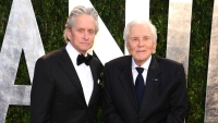 michael-douglas-says-dad-kirk-douglas-101-facetimes-him-every-night