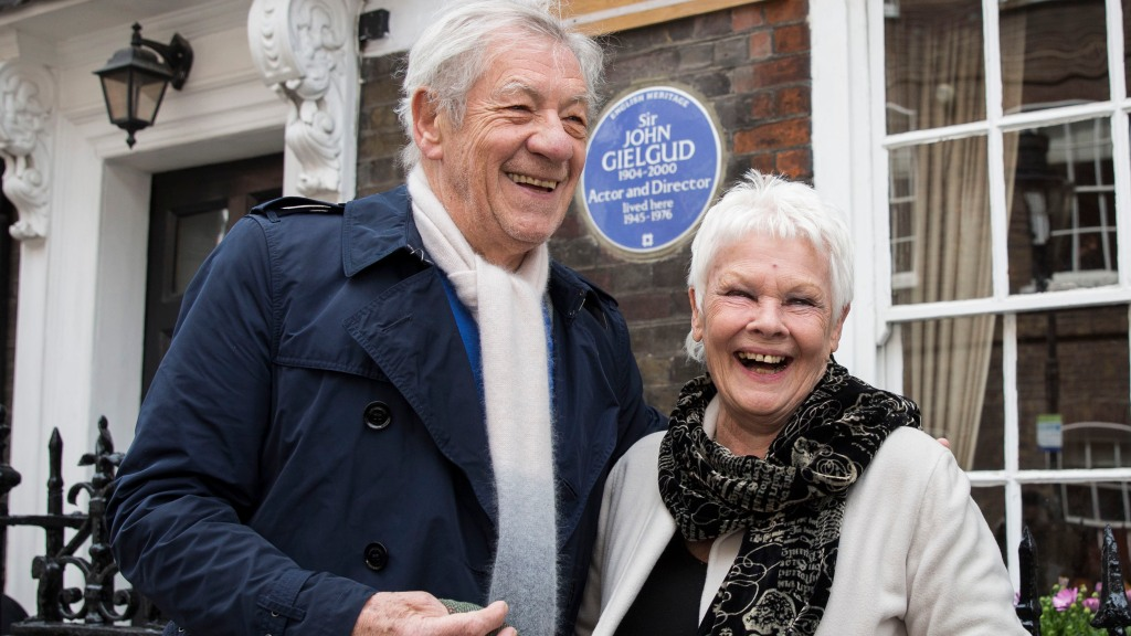 sir-ian-mckellen-says-he-and-judi-dench-sat-on-the-queens-throne