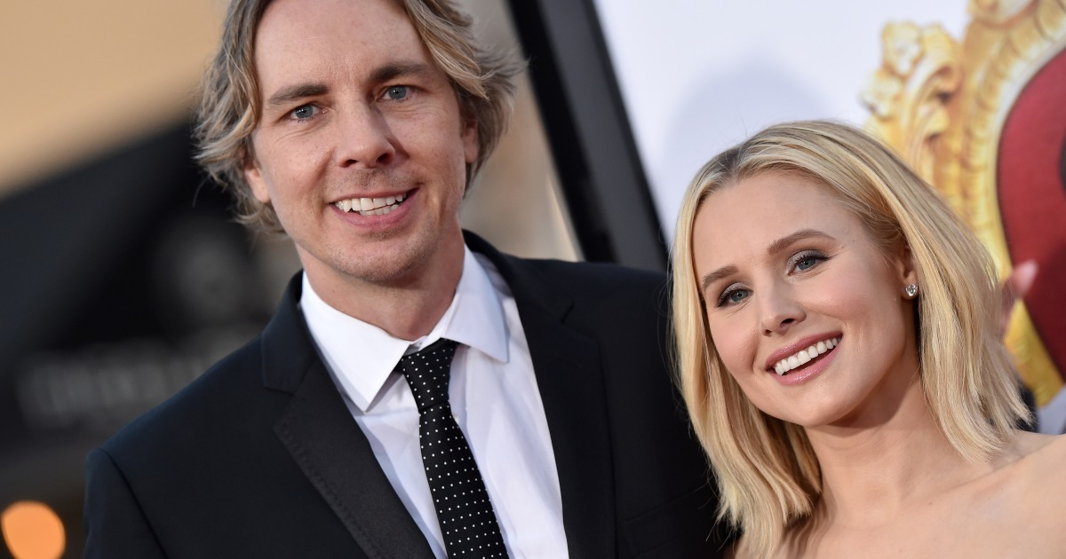 Dax Shepard Shares Rare Photo Of Wife Kristen Bell And Their Two Daughters-6135