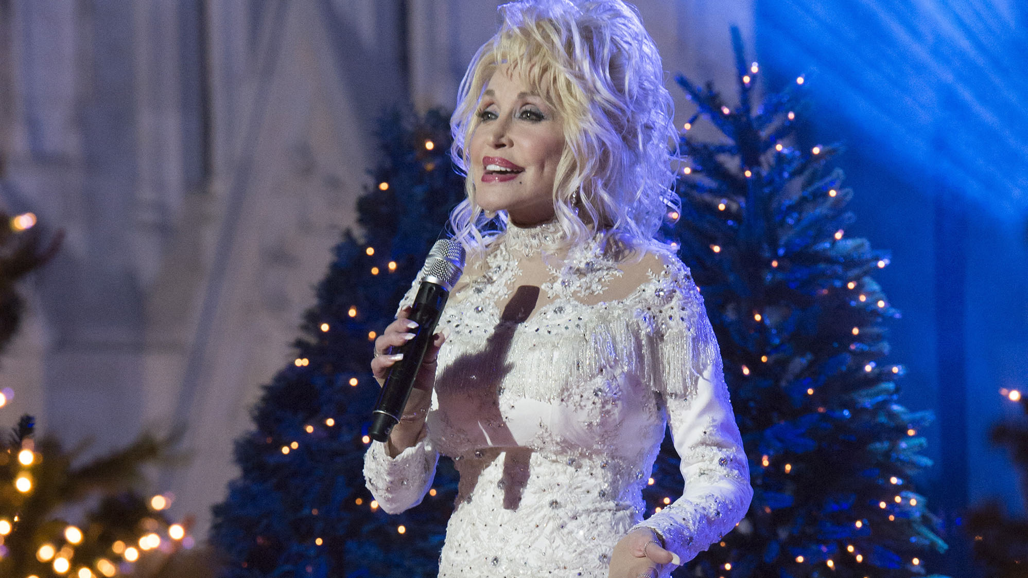 Dolly Parton Christmas.Dolly Parton And More Stars Share Their Favorite Christmas