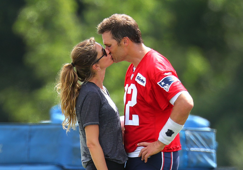gisele-bundchen-tom-brady-patriots-football