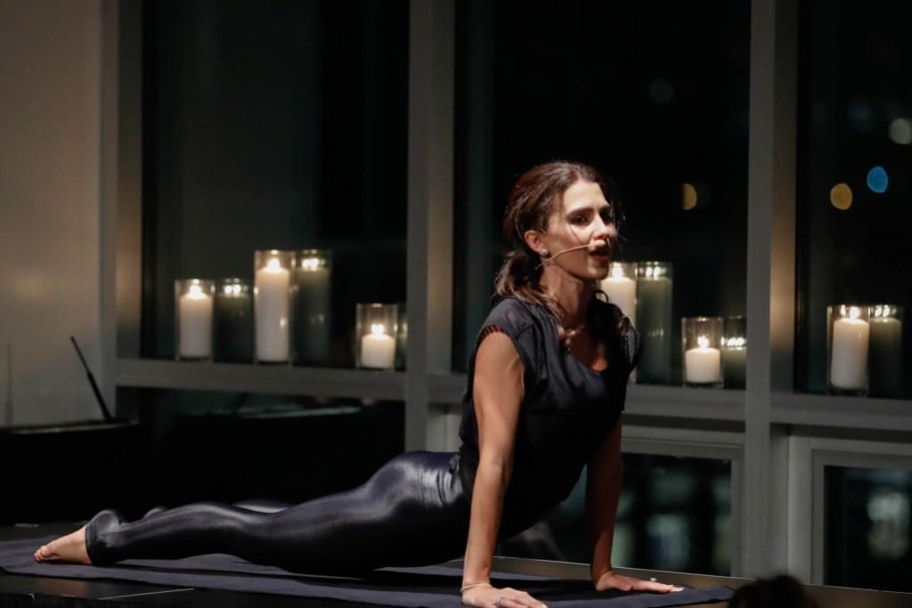 hilaria-baldwin-yoga