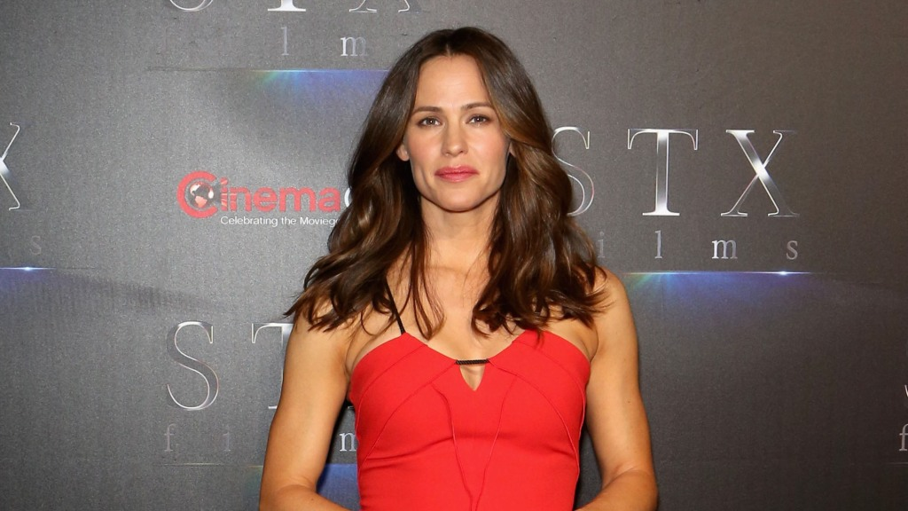 jennifer-garner-is-reportedly-slowing-things-down-with-boyfriend-john-miller