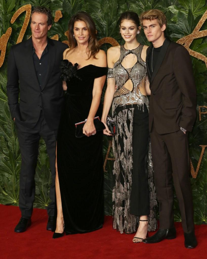 aia-gerber-black-silver-top-british-fashion-awards-cindy-crawford-black-dress-rande-gerber-presley-gerber