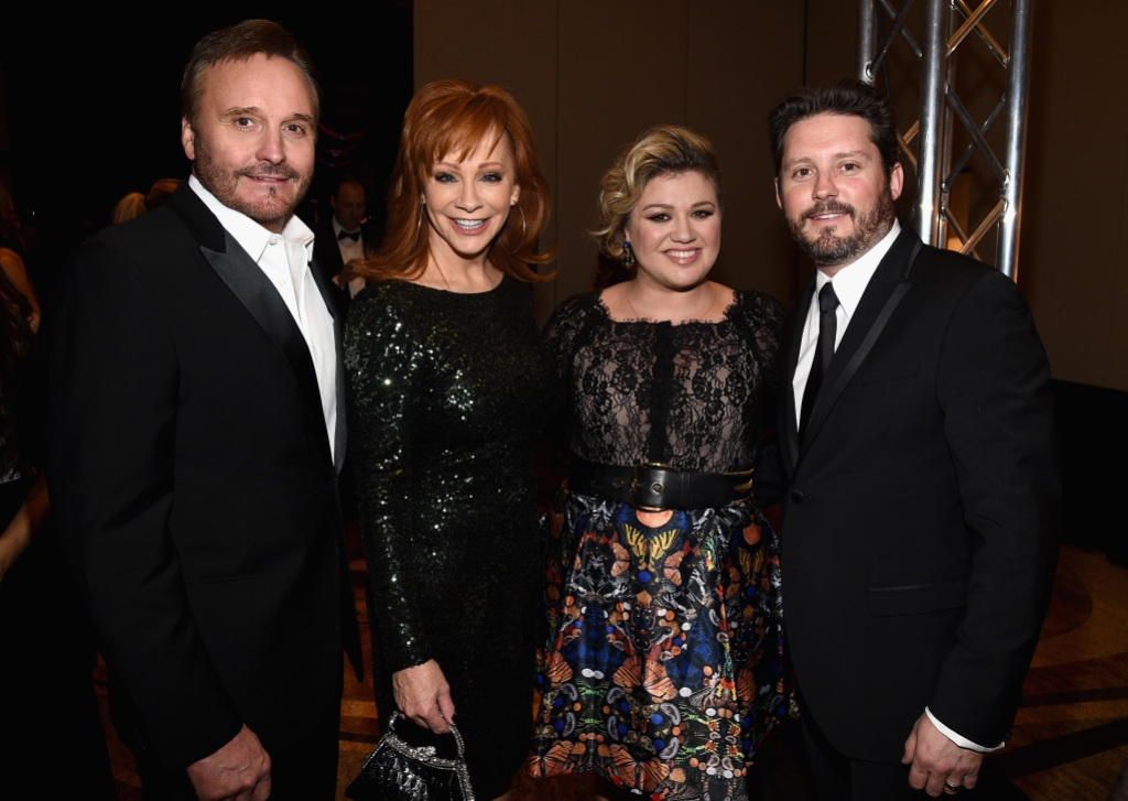 Inside Reba McEntire And Kelly Clarkson's 'Tight' Bond