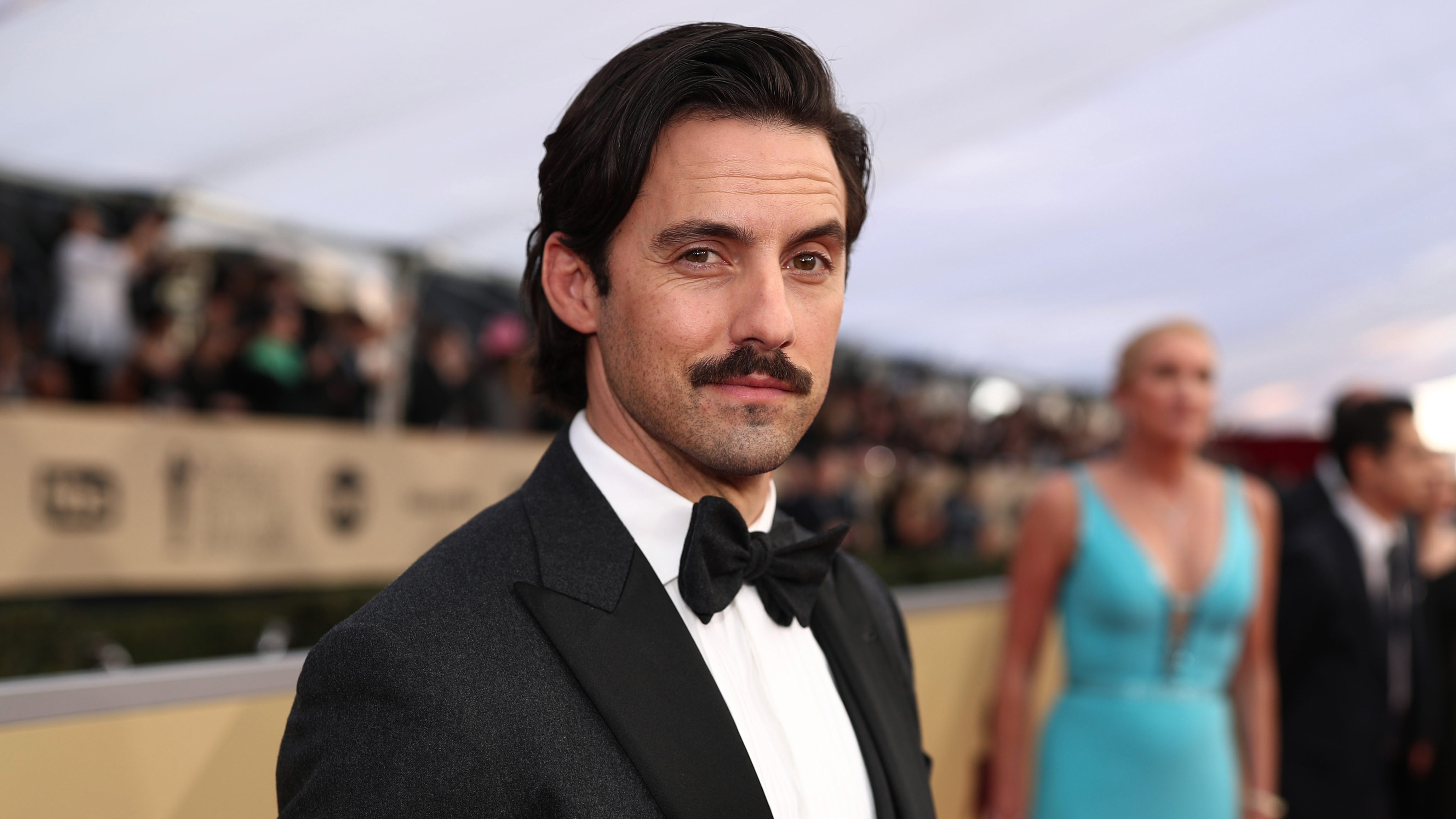 12 Gifts Of Christmas Cast.Milo Ventimiglia Reportedly Dishes Out 10k On Christmas