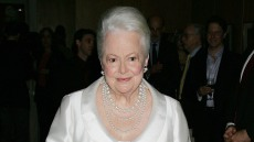 olivia-de-havilland-was-able-to-get-over-heartbreak-because-she-was-bold-author-says