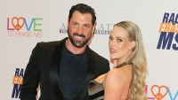 peta-murgatroyd-shares-nude-photo-of-maksim-chmerkovskiy-behind-the-christmas-tree-see-the-pic