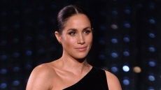 pregnant-meghan-markle-black-gown-british-fashion-awards