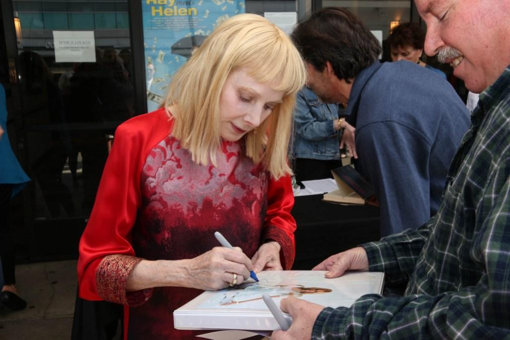 sondra-locke-autographing