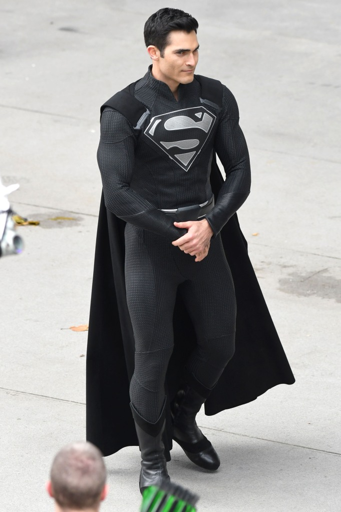 tyler-hoechlin-black-superman-outfit