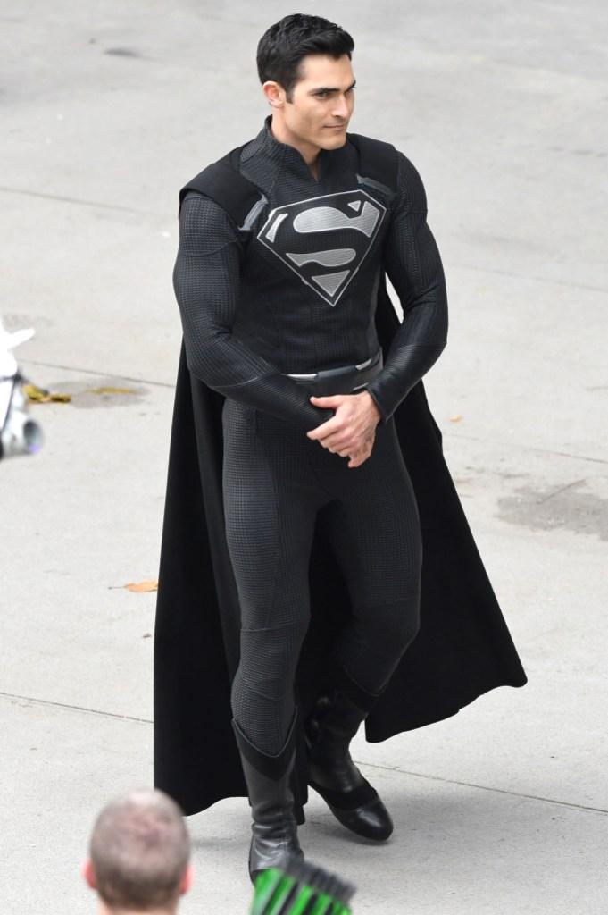 tyler-hoechlin-black-superman-outfit