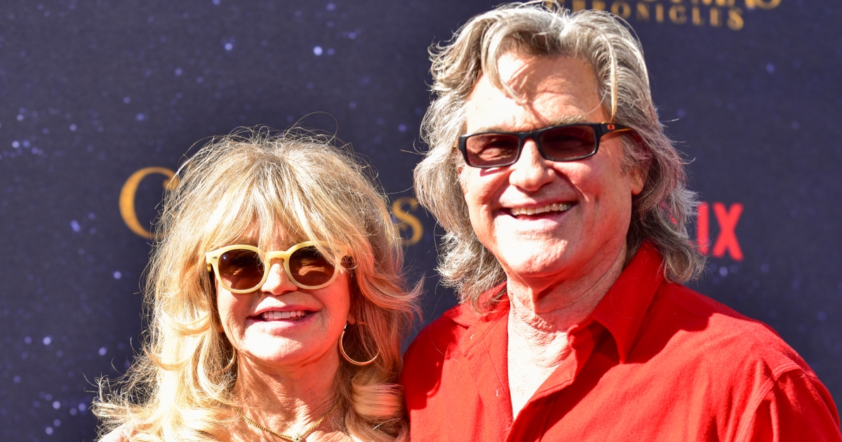 Kurt Russell And Goldie Hawn Sing 'I Want To Hold Your Hand'