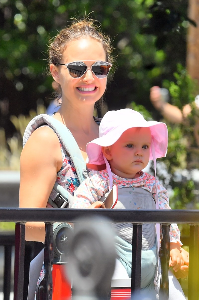 Natalie Portman and her daughter