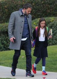 ben-affleck-after-school-stroll-with-Seraphina-Affleck