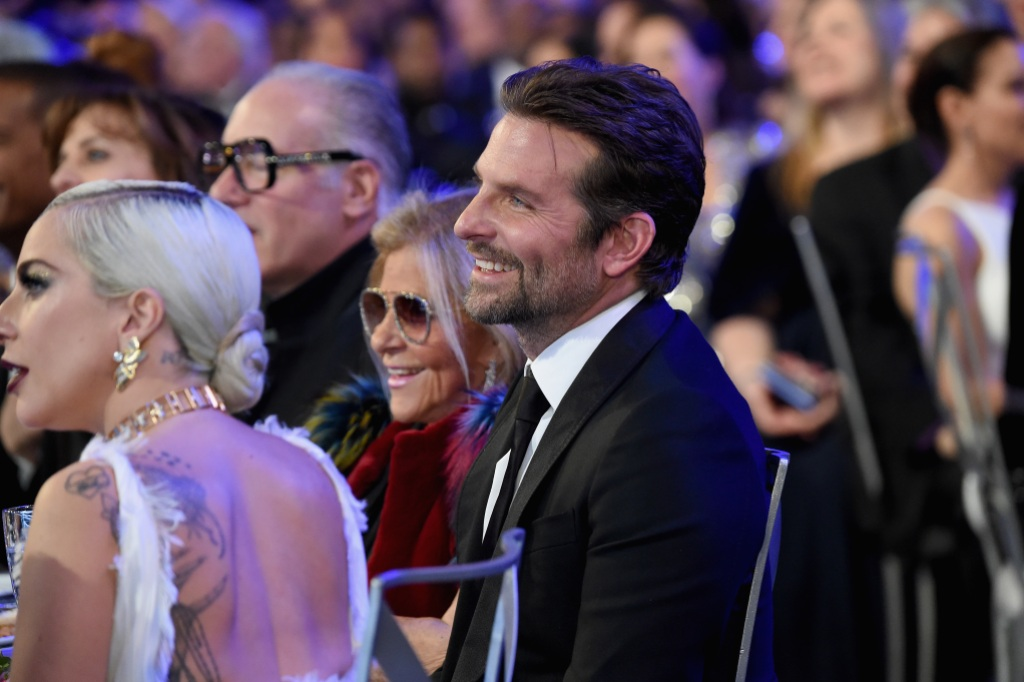 bradley-cooper-mom-gloria-campano-sag-awards