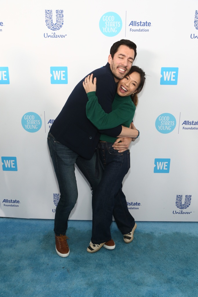 drew-scott-hugging-linda-phan-we-day-california.