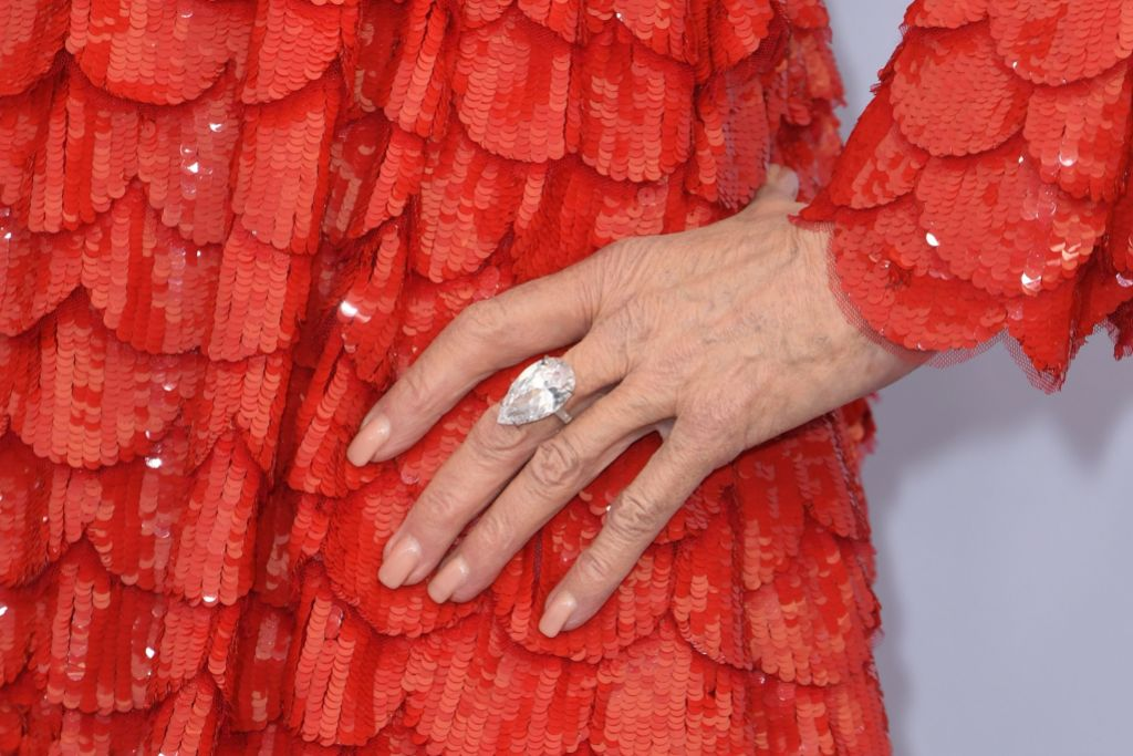 jane-fonda-red-gown-sag-awards-3-million-dollar-ring