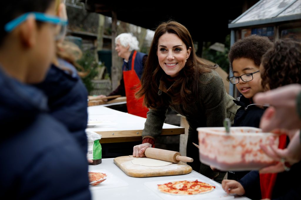 kate-middelton-islington-community-making-pizza.j