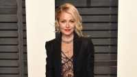kelly-ripa-vanitu-fair-oscar-party-black-suit-lace-shirt