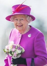 queen-elizabeth-magenta-outfit