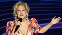 bette-midler-perform