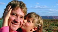Steve Irwin poses with his daughter Bindi Irwin