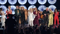 dolly-parton-grammys-performance-tribute-whole-group
