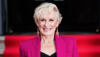 glenn-close-magenta-pantssuit-the-wife-premiere