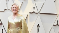 glenn-close-oscars-red-carpet-gold-gown
