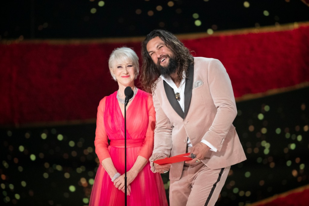 Helen Mirren and Jason Momoa present award at the 2019 Oscars
