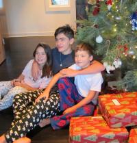 kelly-ripa-mark-consuelos-kids-at-christmas