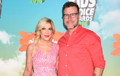 Actress Tori Spelling and husband Dean McDermott attend Nickelodeon's 2016 Kids' Choice Awards