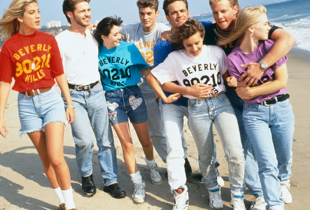 GROUP PHOTO OF THE 'BEVERLY HILLS 90210' TEAM