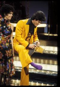 donny-osmond-marie-osmond-on-stage-purple-socks-flower-dress-yellow-suit
