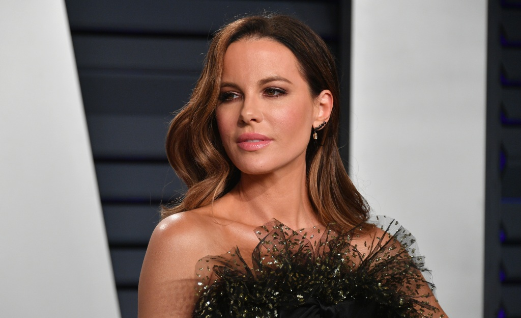 Kate Beckinsale attends the 2019 Vanity Fair Oscar Party hosted by Radhika Jones