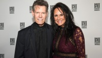 randy-travis-mary-davis