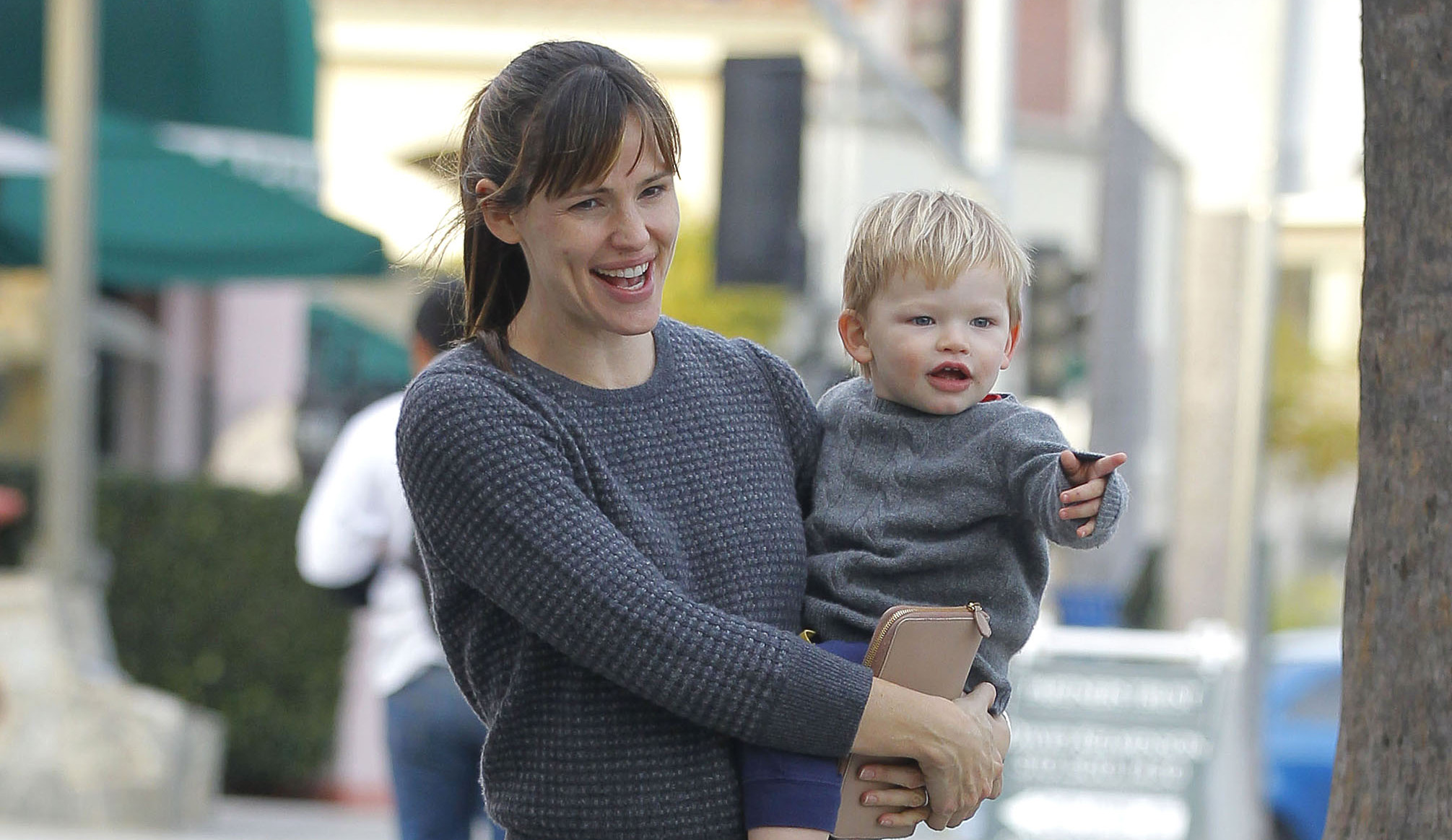 Jennifer Garner's Kids Prefer Her Without Makeup: 'They Just Want Me to Look Like Mom'