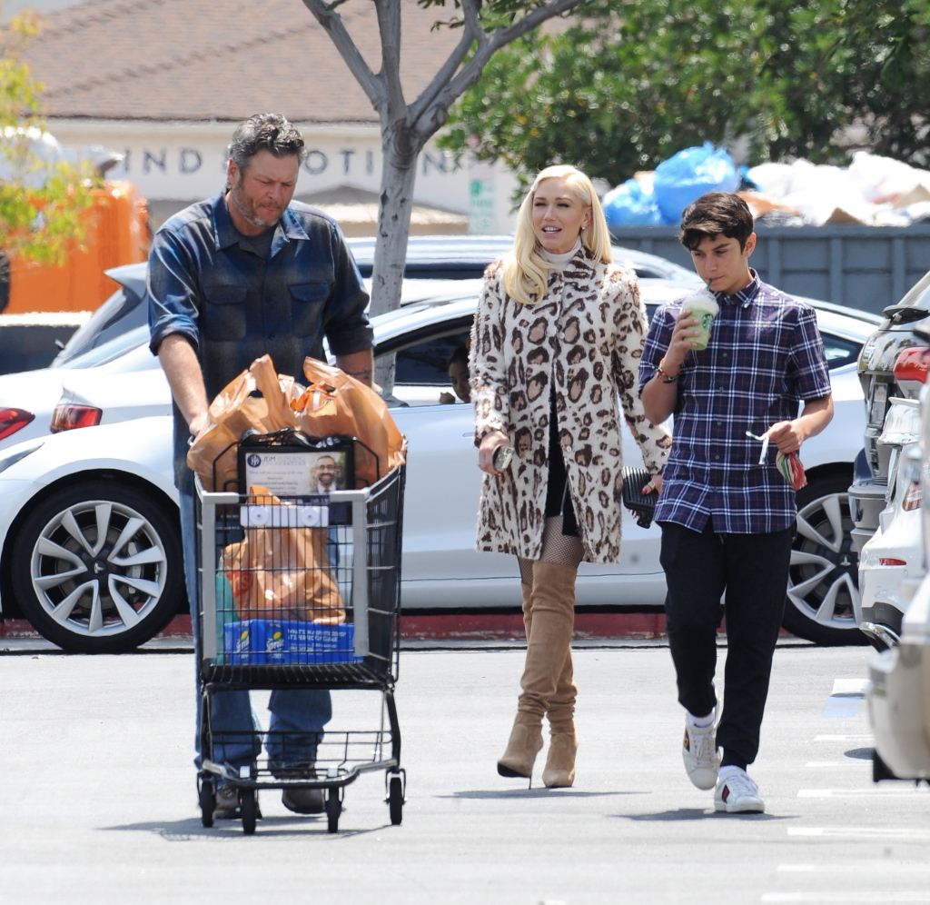 Gwen Stefani and Blake Shelton are all smiles as they make a grocery run at Ralphs on Easter Sunday