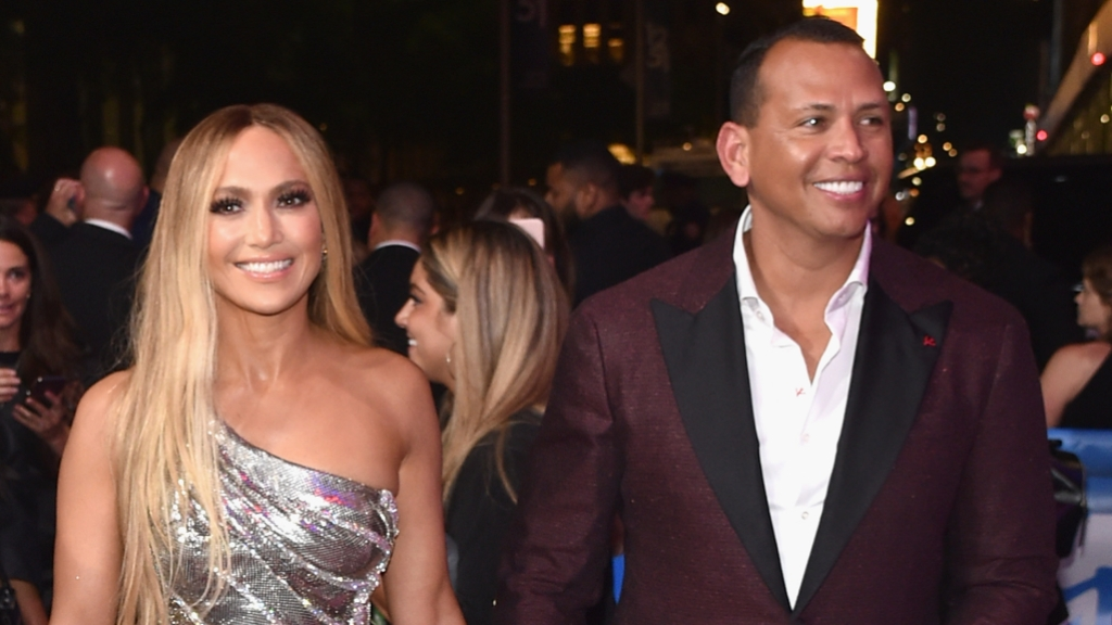 jennifer-lopez-alex-rodriguez-mtv-music-video-awards-silver-gown-burgandy-suit