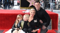 pink-carey-hart-willow-hart-jameson-hart-hollywood-walk-of-fame