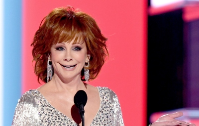 reba-mcentire-acm-awards-silver-gown-monologue