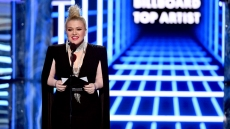 Kelly Clarkson 2019 BBMAs appendix surgery billboard music awards emergency surgery