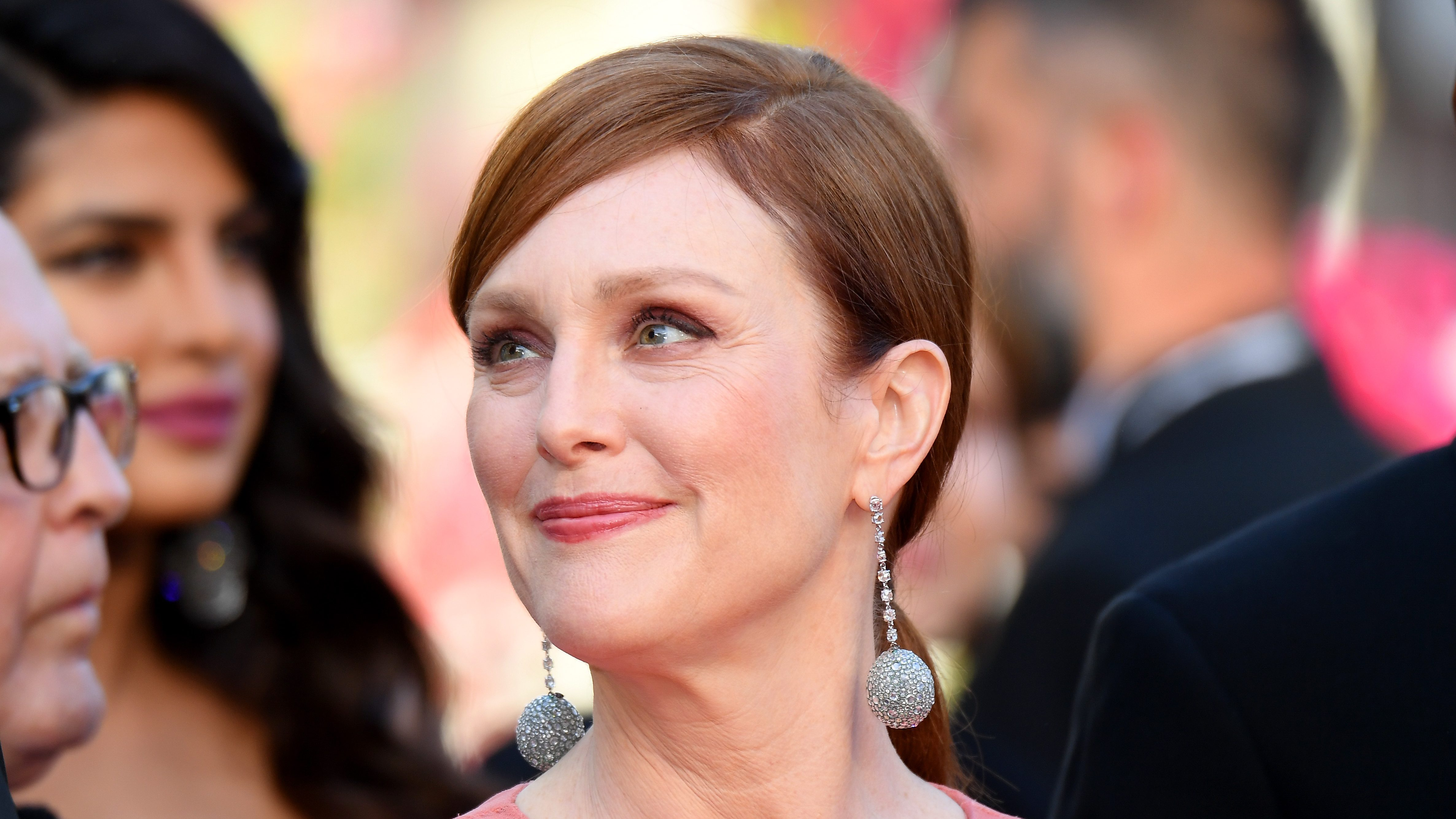Julianne Moore Reveals That She Always Hated Her Freckles and Still Does: 'I'd Prefer Not to Have Them'