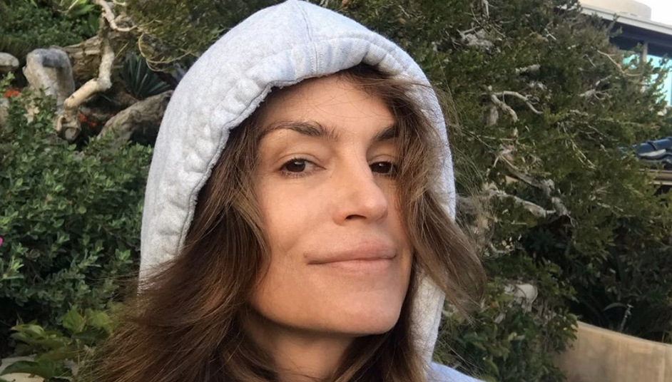 Supermodel Cindy Crawford Goes Makeup