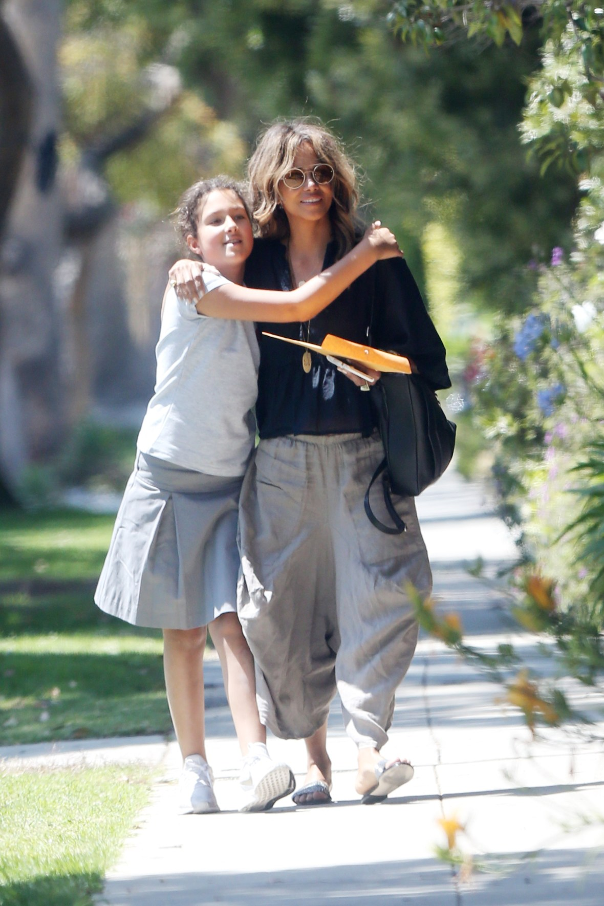 Halle Berry And Daughter Nahla Spotted After School Together Pics