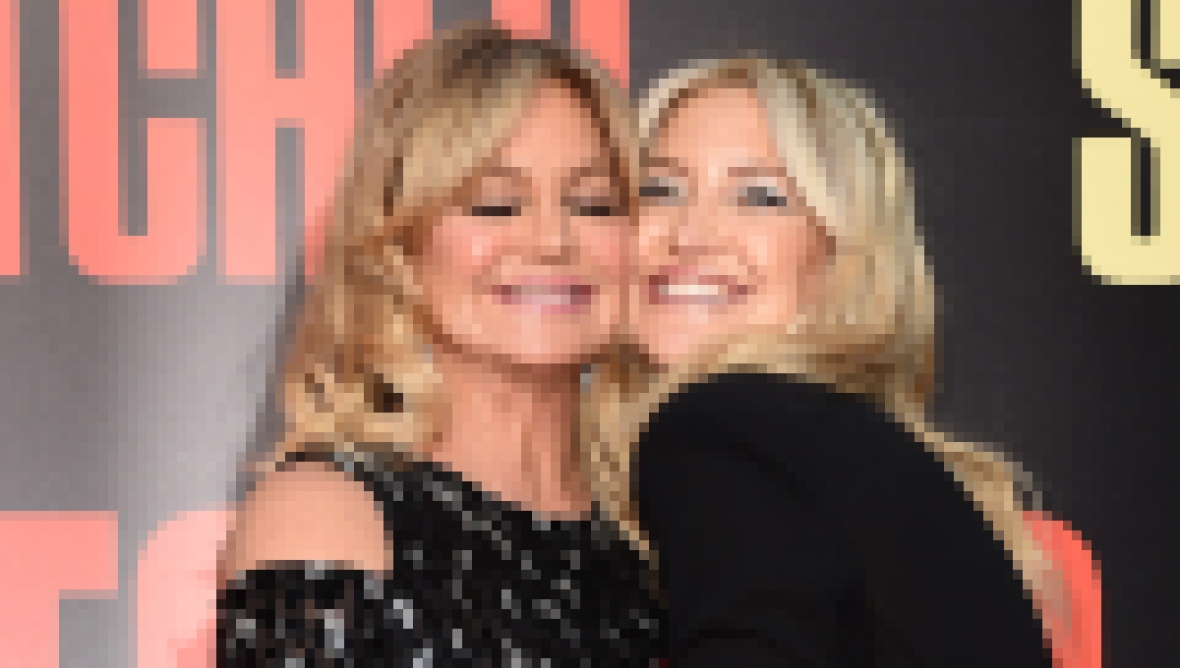 kate-hudson-goldie-hawn-premiere-fox-snatched-red-carpet