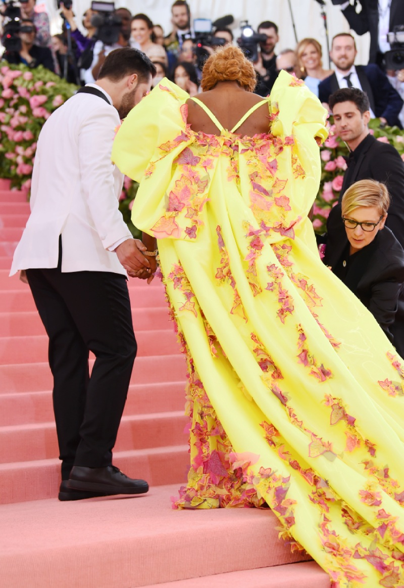 2019 Met Gala Serena Williams Hits Red Carpet With Alexis