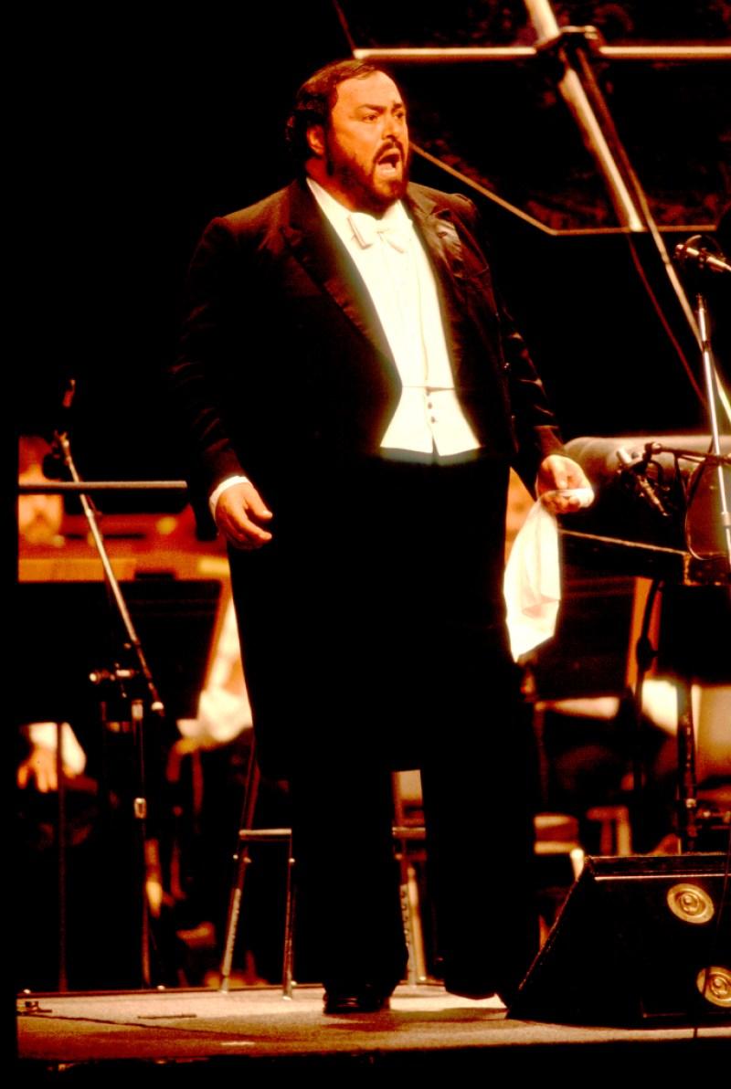 Italian-operatic-legend-Luciano-Pavarotti (1)